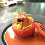 ウェスティン大阪 アマデウス 赤ブッフェ トマトのケースに入った冷製パスタとガスパチョ
